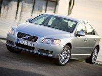 Volvo V70 and S80