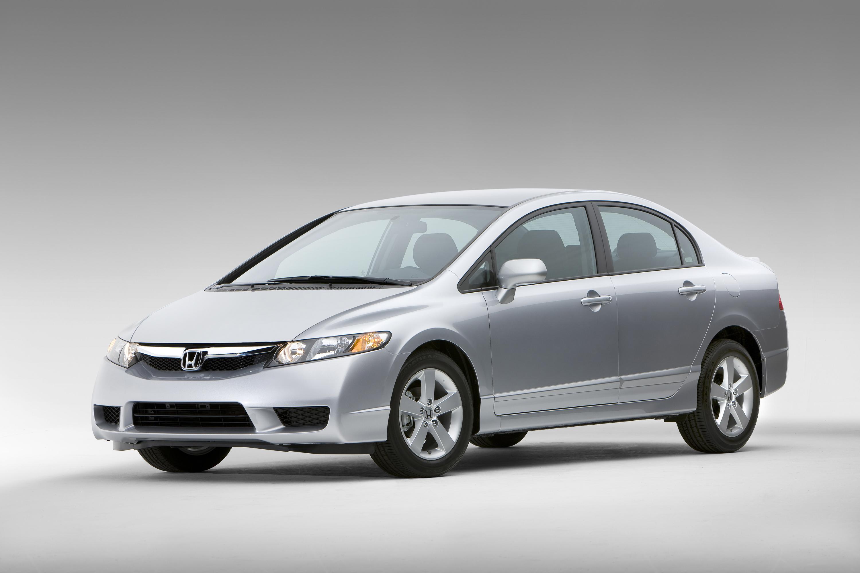 2009 Honda Civic модельный ряд получает новый внешний дизайн; доступные технологии есть сейчас включают Bluetooth HandsFreeLink и USB Аудио Интерфейс - фотография №1