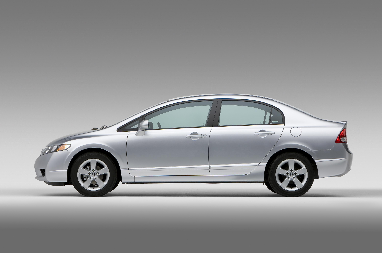 2009 Honda Civic модельный ряд получает новый внешний дизайн; доступные технологии есть сейчас включают Bluetooth HandsFreeLink и USB Аудио Интерфейс - фотография №5