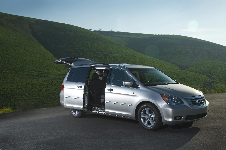 2009 Honda Odyssey предлагает эффективную работу и комфортной, просторной гостиной во всех трех строк - фотография №1