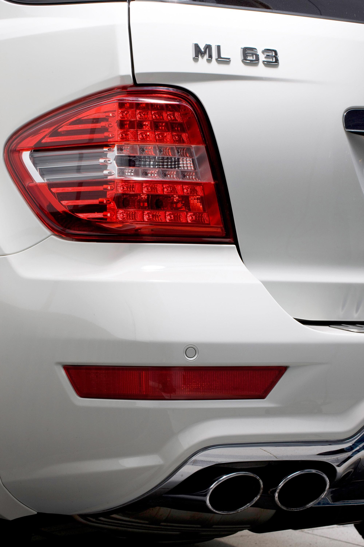 Mercedes-Benz выпускает обновленный ML63 AMG - фотография №6