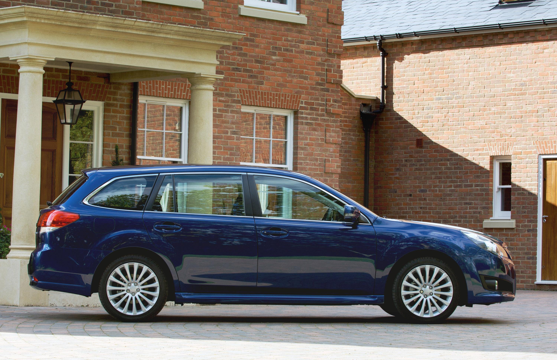 Все новые 2010 Subaru Legacy Tourer - фотография №3