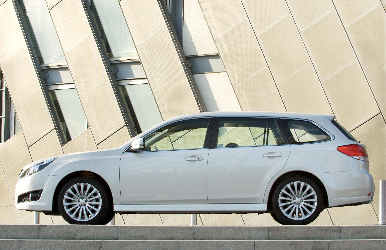 Все новые 2010 Subaru Legacy Tourer - фотография №8
