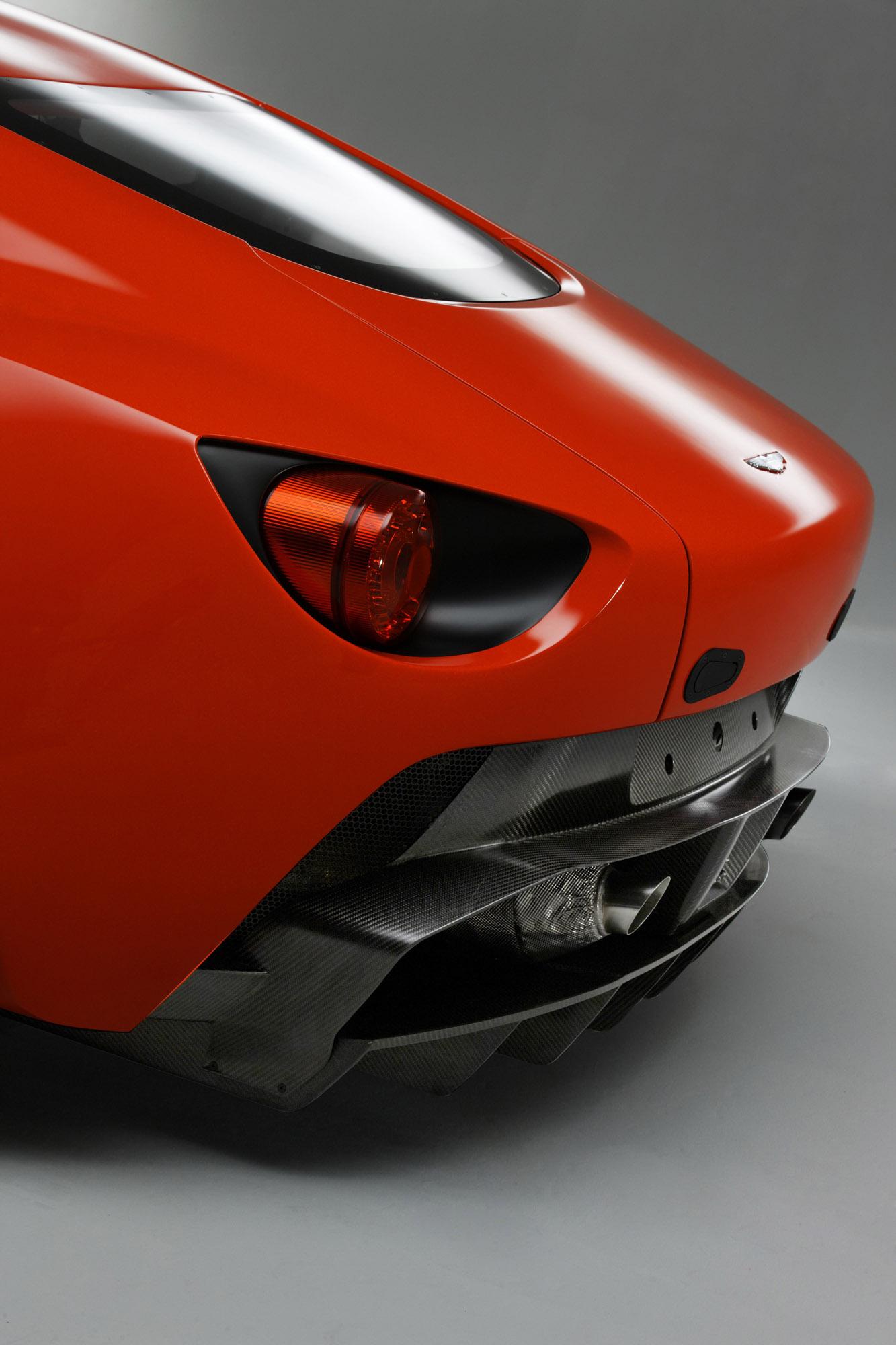 2011 Aston Martin V12 Zagato - фотография №9