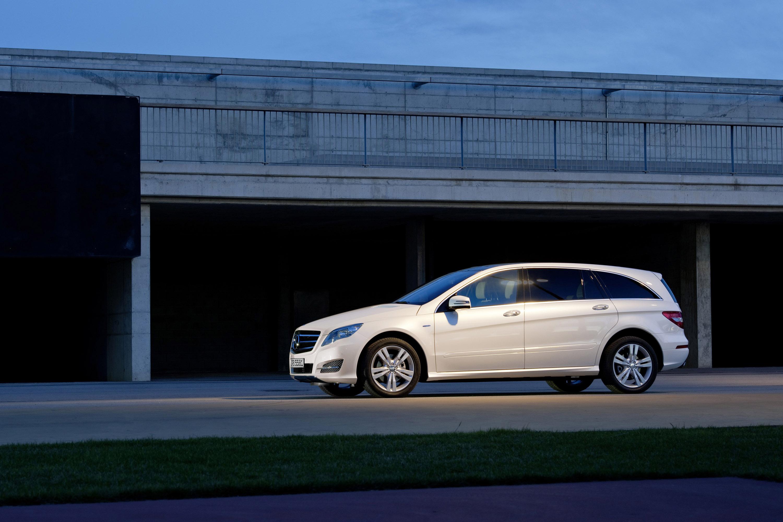 Mercedes-Benz демонстрирует его все-новый 2011 R-класса - фотография №6
