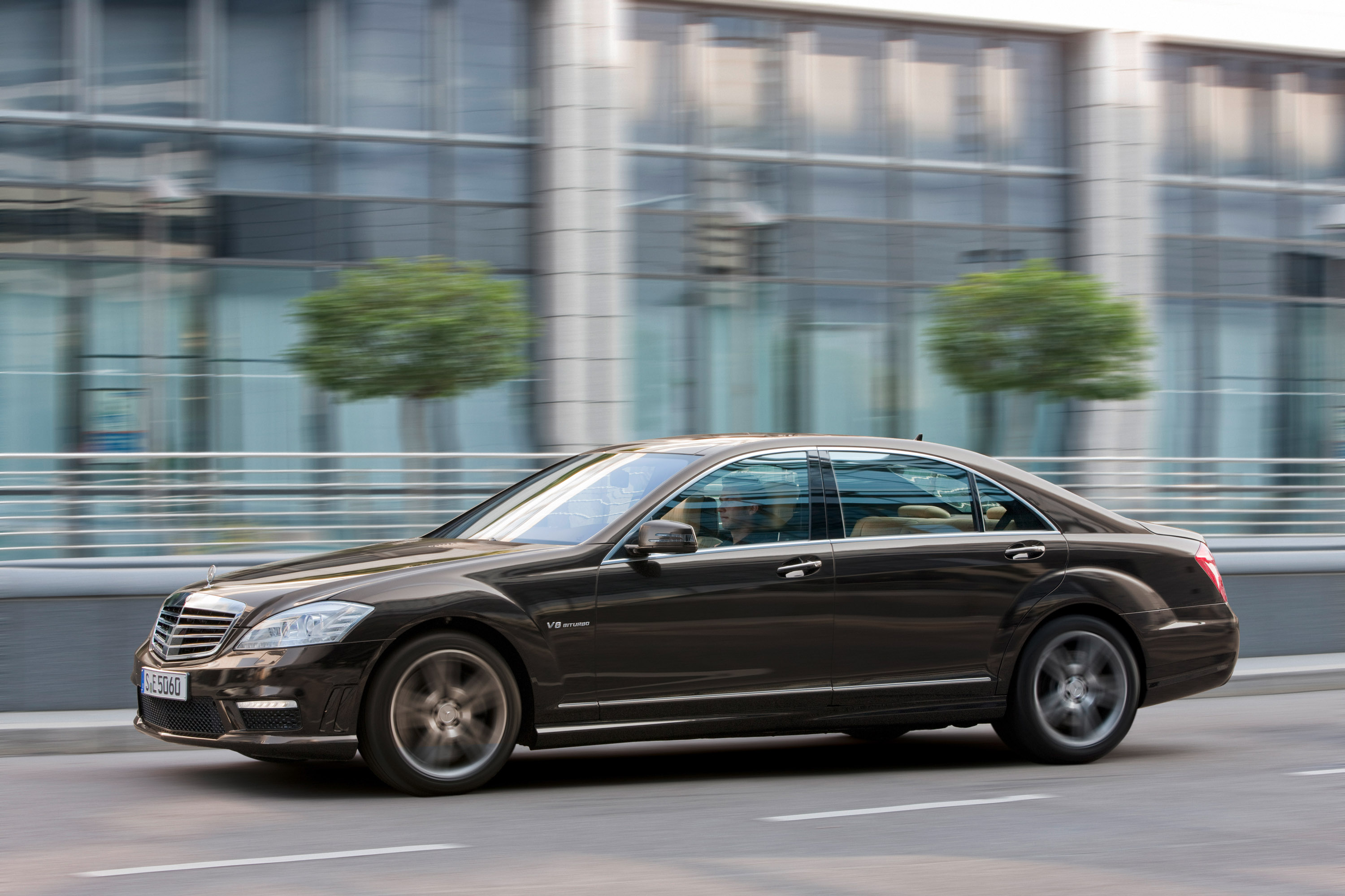 Mercedes-Benz S63 AMG - The ultimate high-performance седан - фотография №1