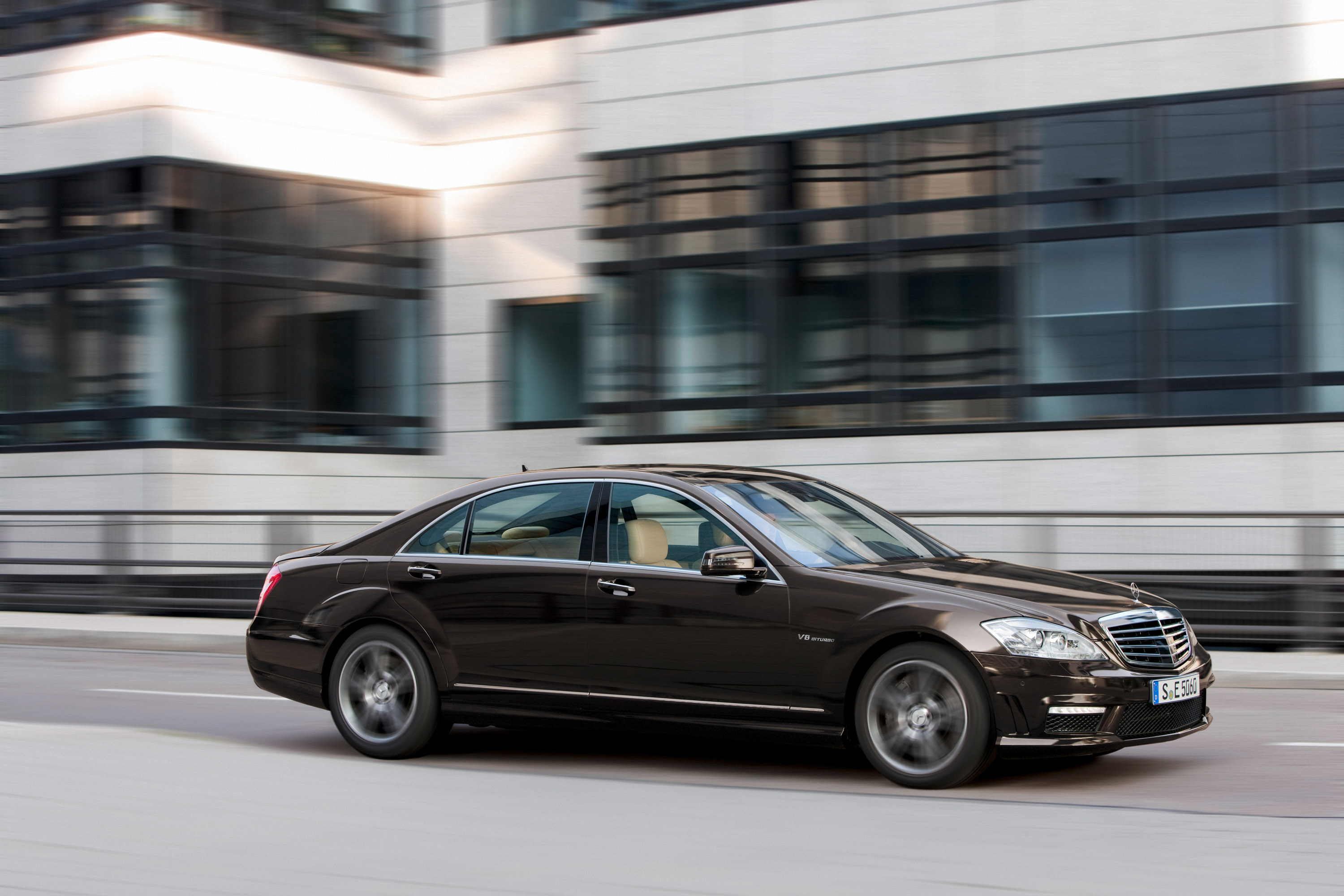 Mercedes-Benz S63 AMG - The ultimate high-performance седан - фотография №2