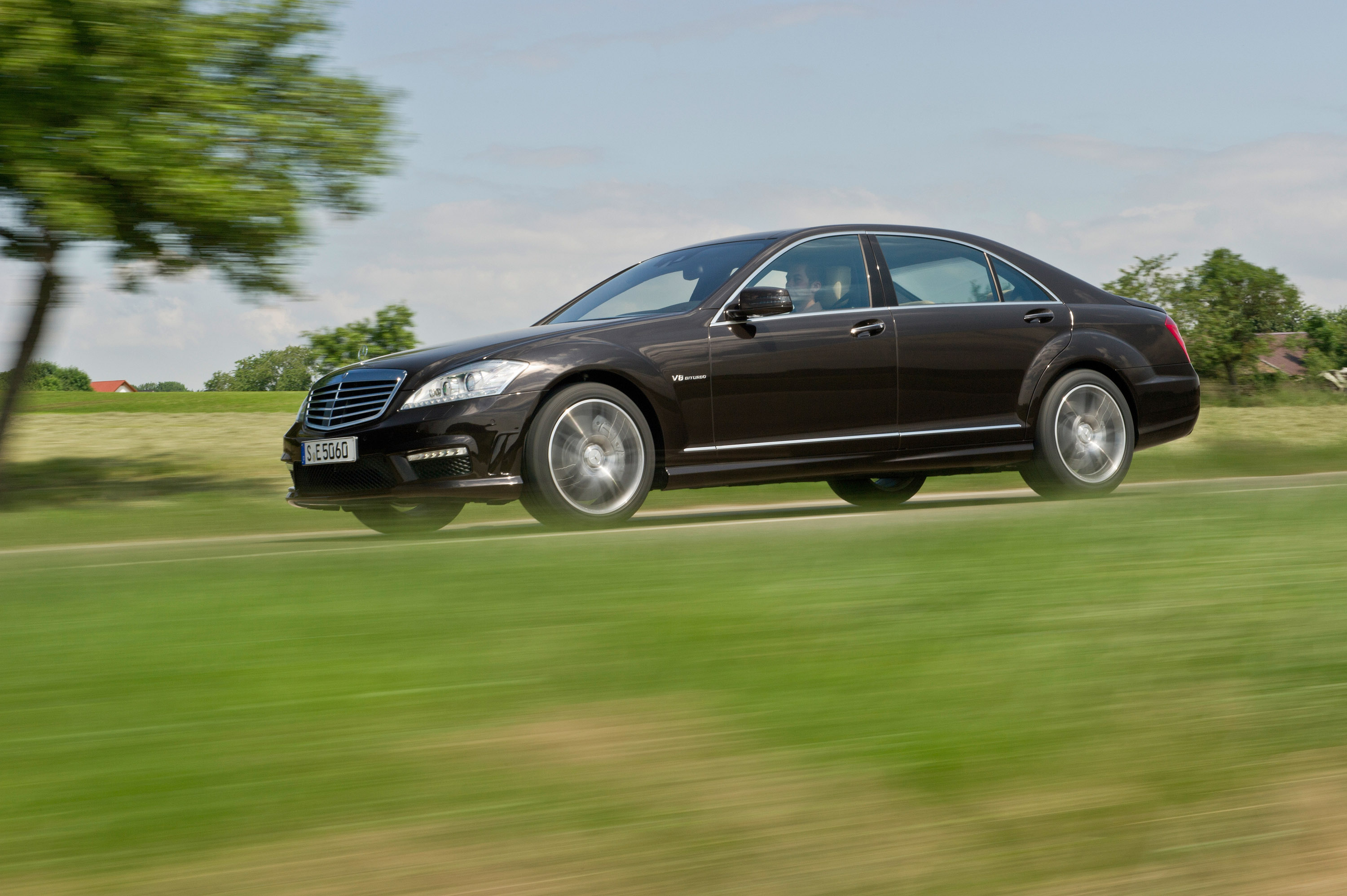 Mercedes-Benz S63 AMG - The ultimate high-performance седан - фотография №6