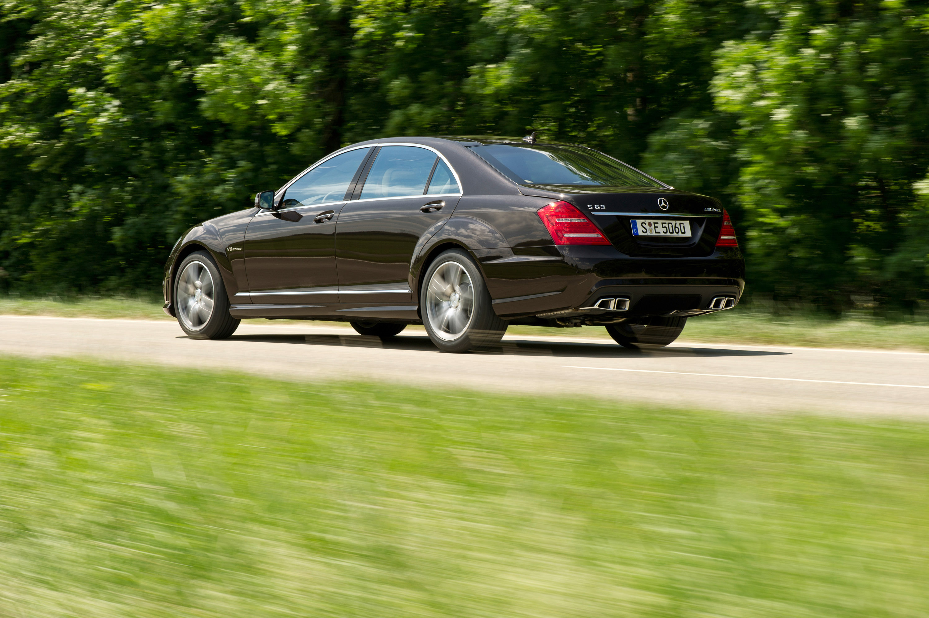 Mercedes-Benz S63 AMG - The ultimate high-performance седан - фотография №9