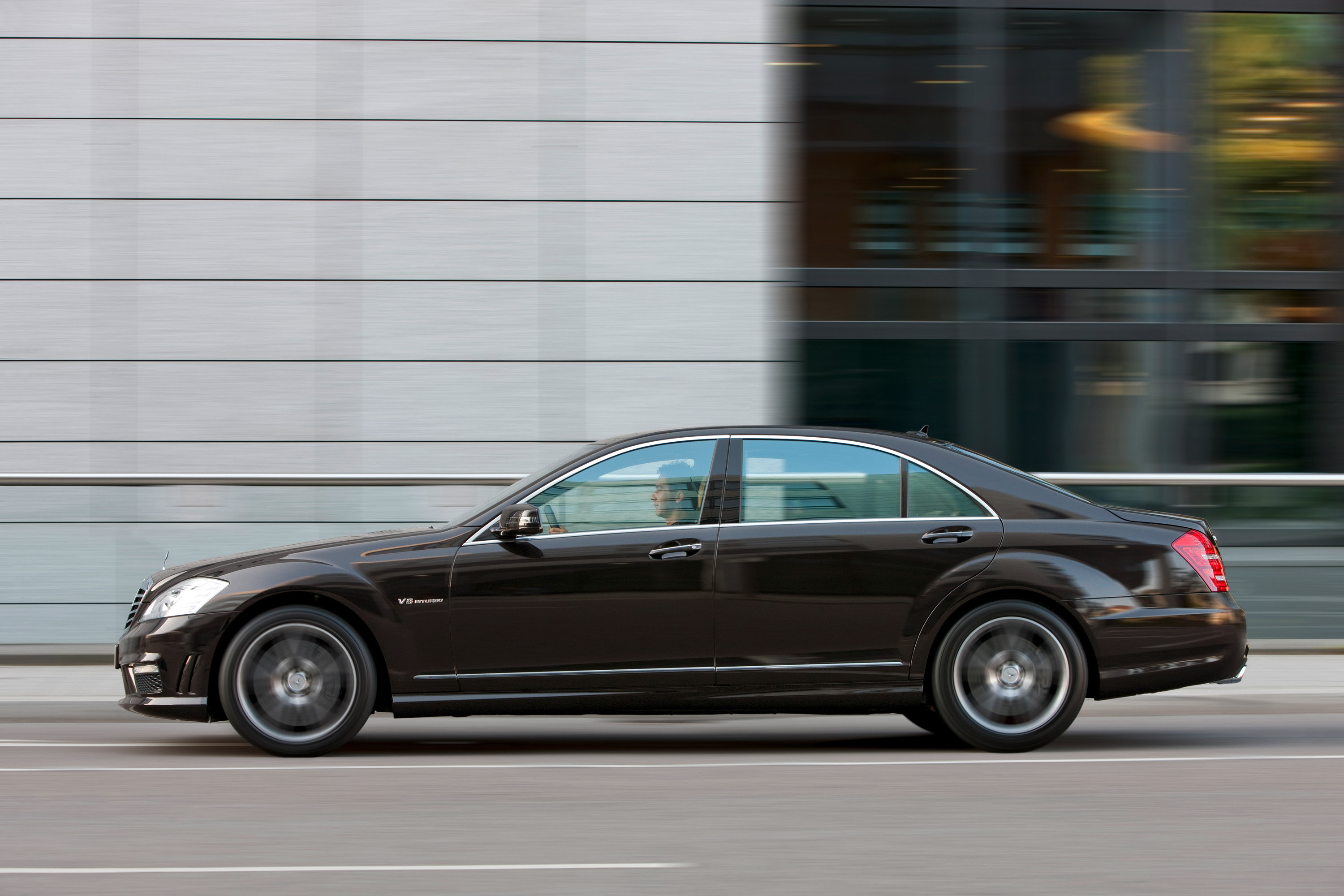 Mercedes-Benz S63 AMG - The ultimate high-performance седан - фотография №12