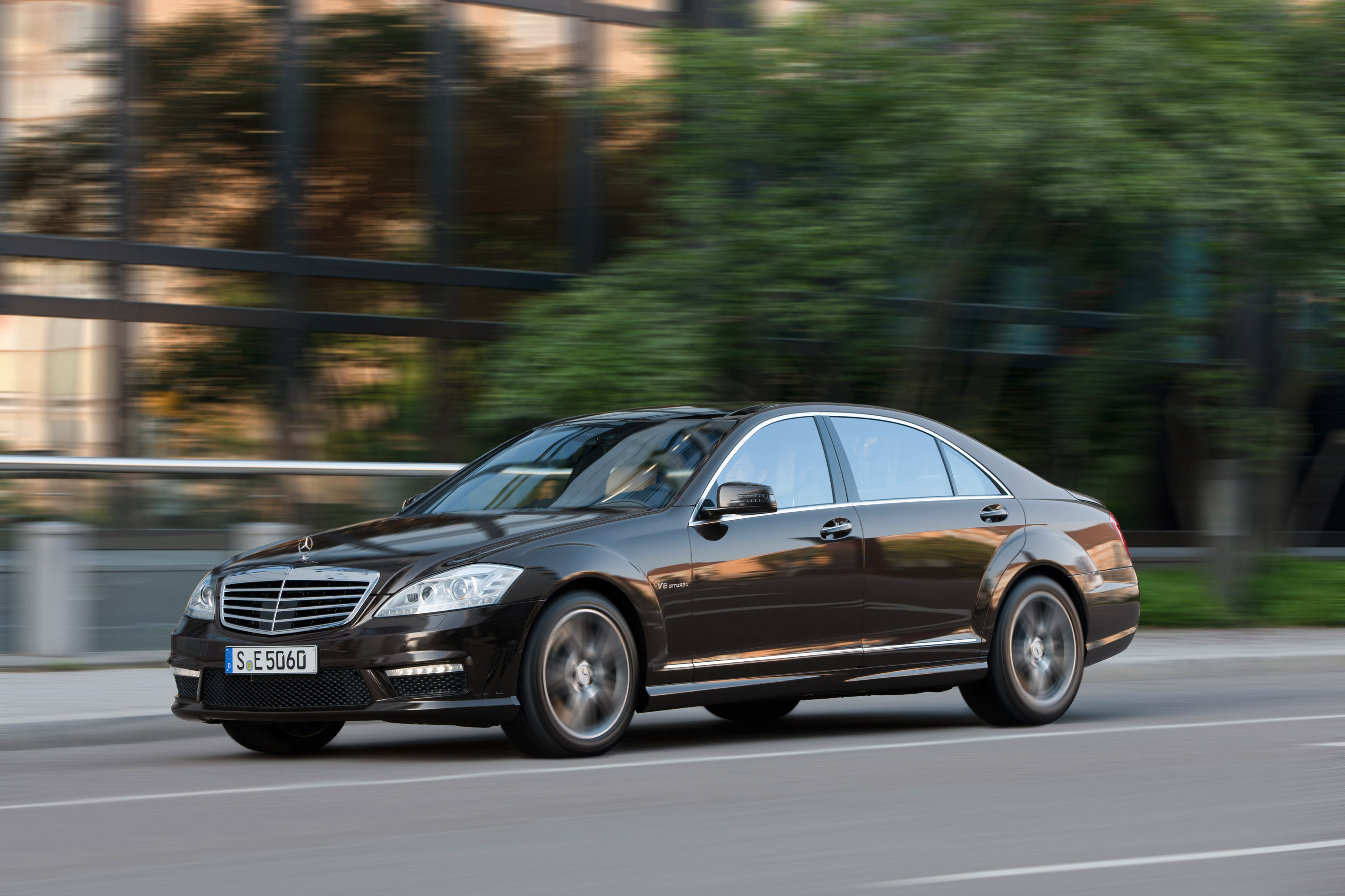 Mercedes-Benz S63 AMG - The ultimate high-performance седан - фотография №14