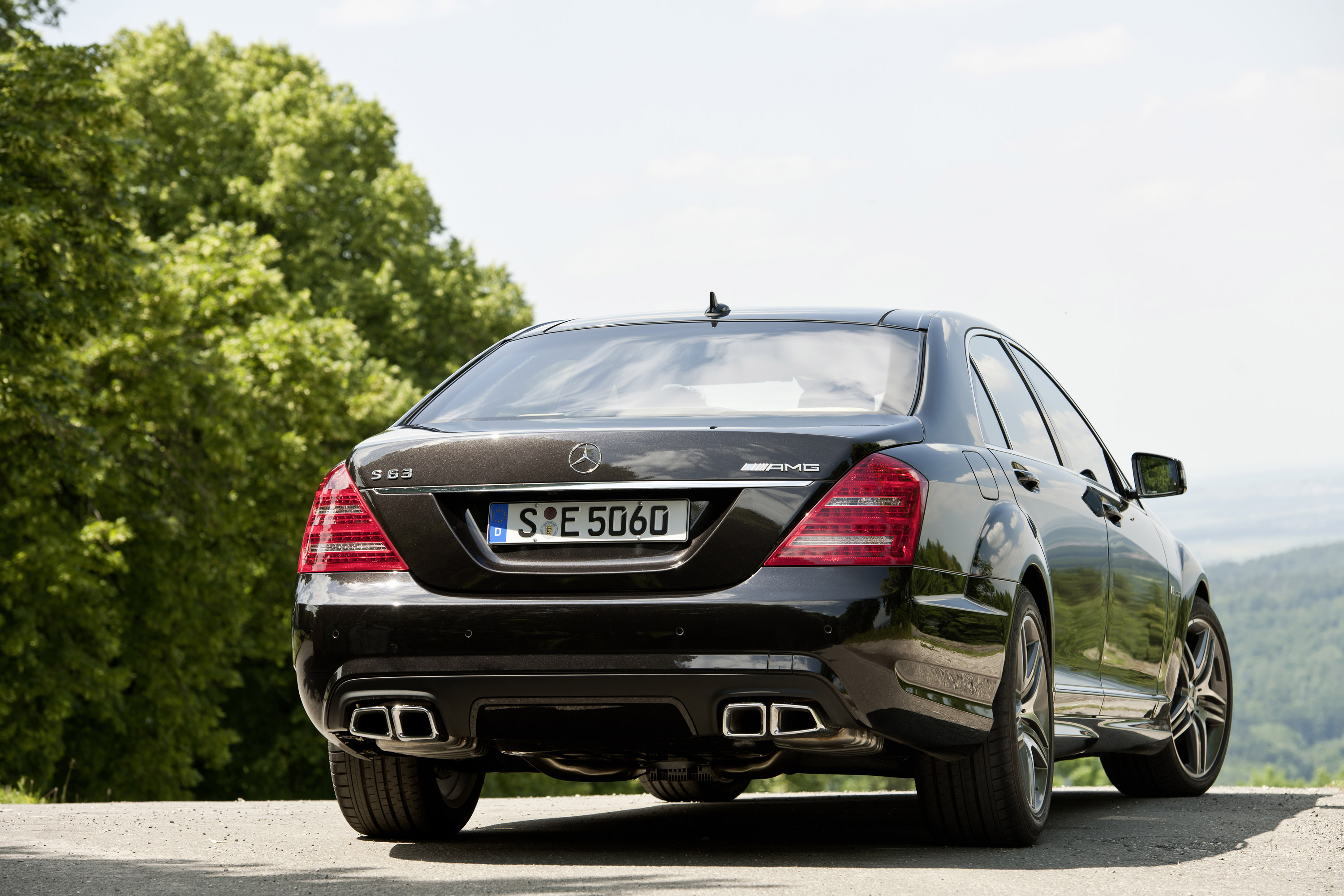 Mercedes-Benz S63 AMG - The ultimate high-performance седан - фотография №18