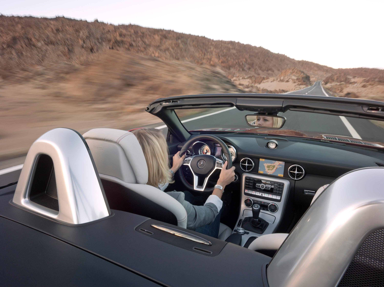 2012 Mercedes-Benz SLK Roadster - фотография №16