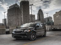 thumbs 2013 Chrysler Town And Country S