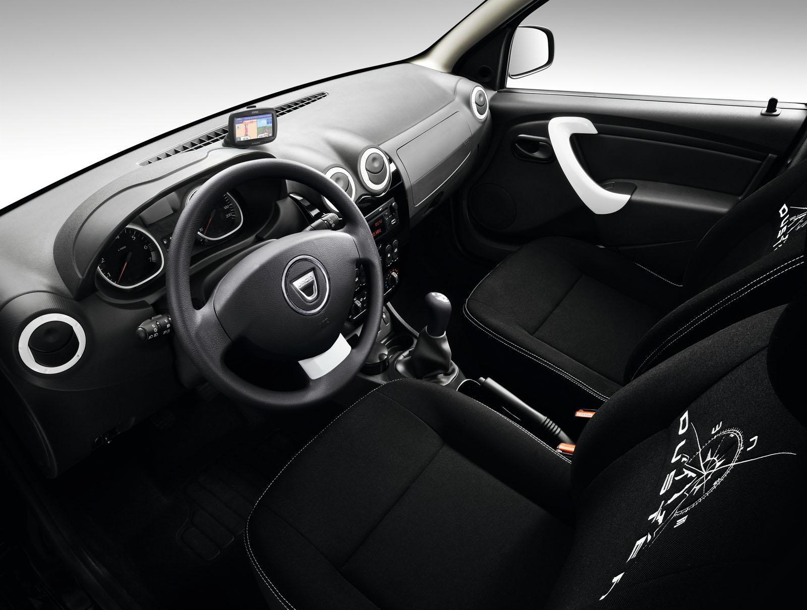 2013 Geneva Motor Show: Dacia Duster Adventure Edition  - фотография №13