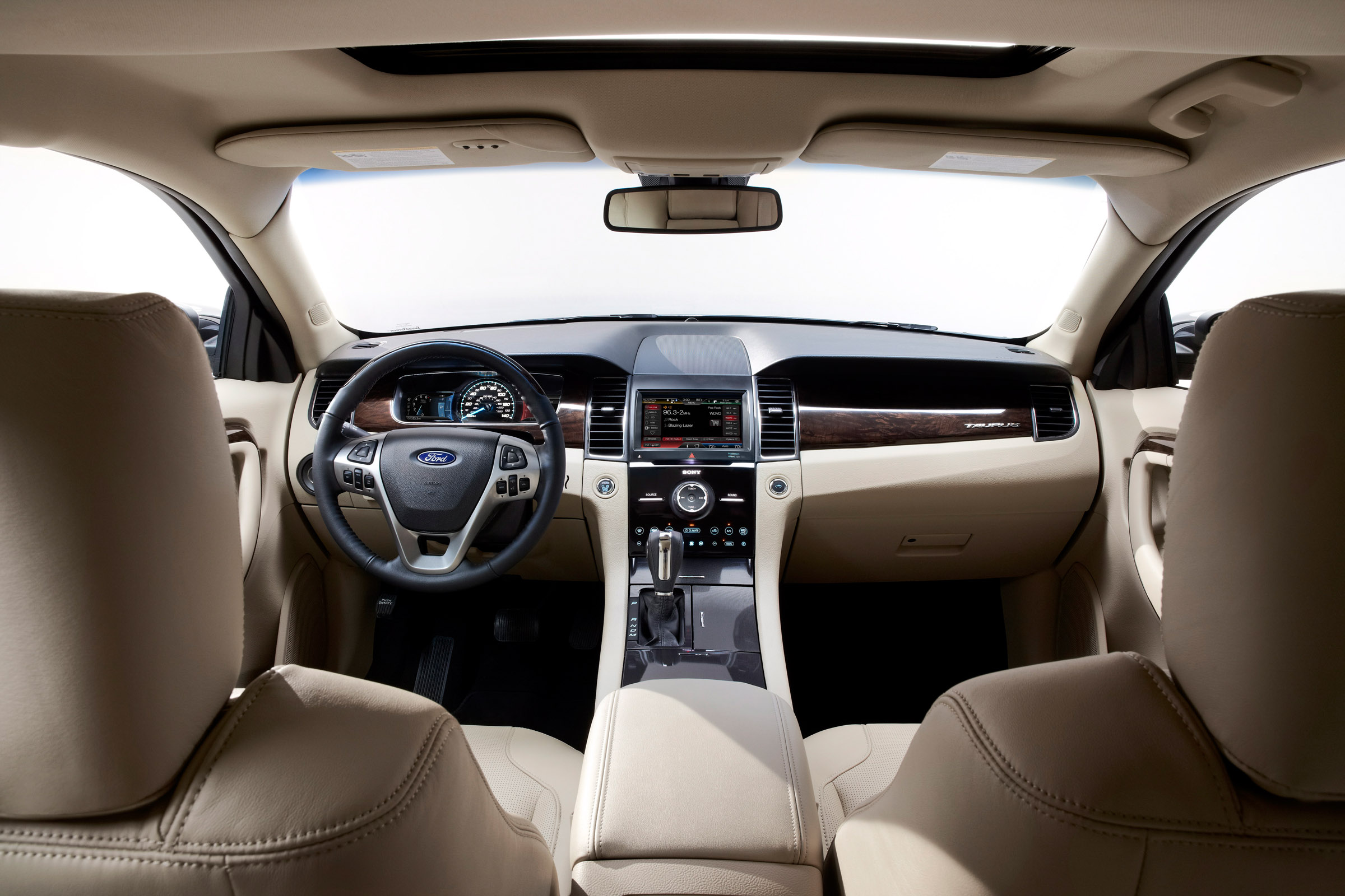 Ford Taurus Review - Research New & Used Ford. - Edmunds Ford taurus interior photos
