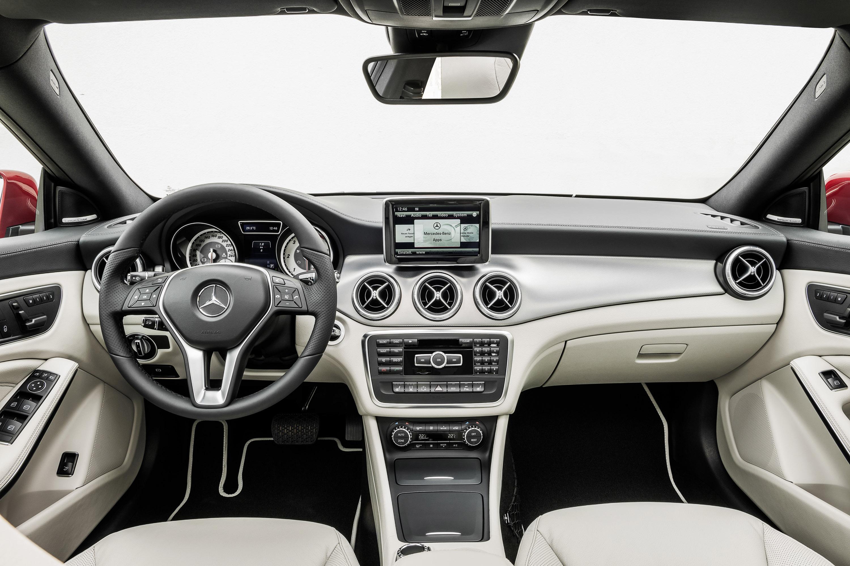 Mercedes-Benz CLA готовится к 2015 году, с большим количеством функций  - фотография №29