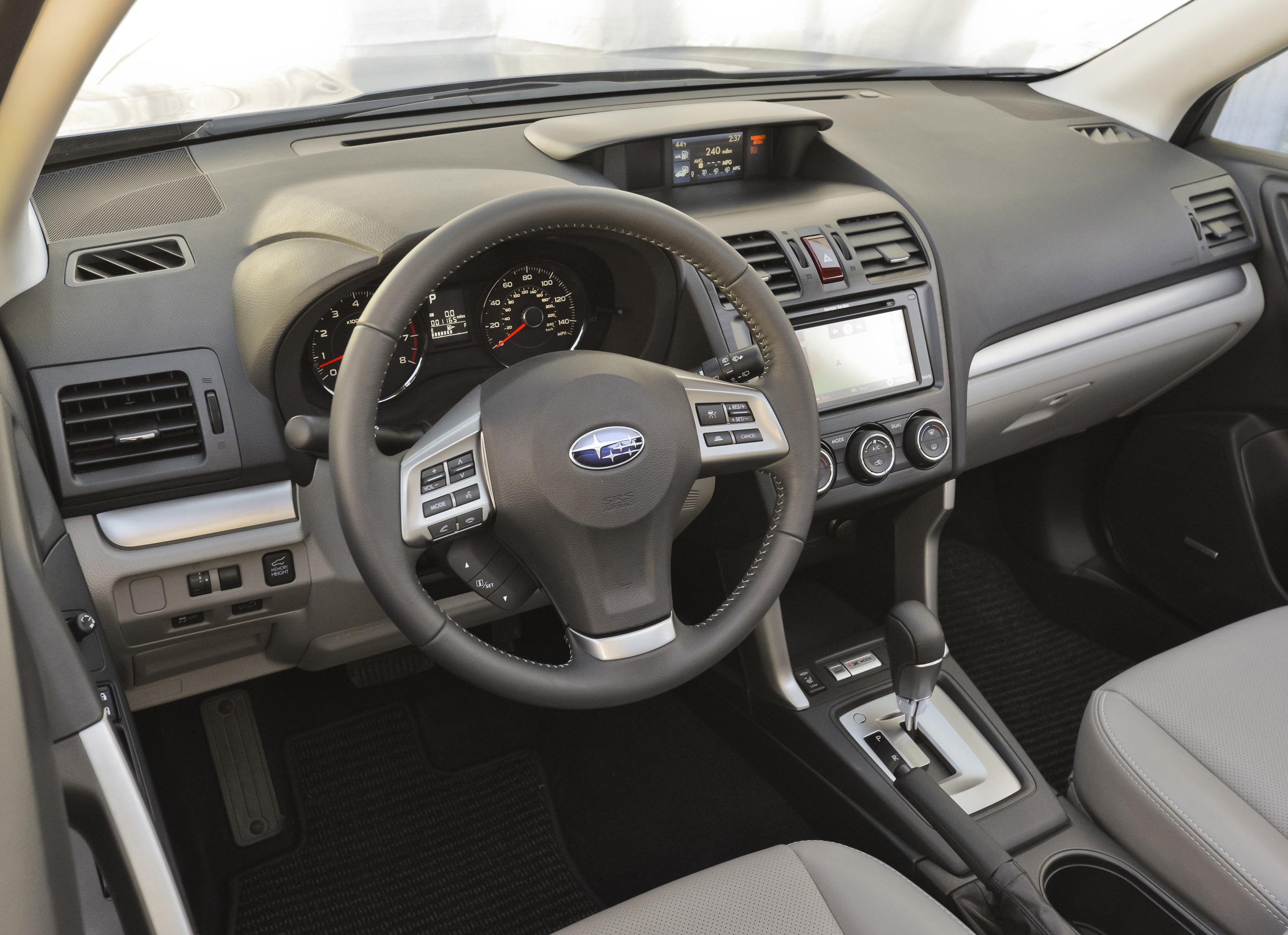 2014 Subaru Forester первого автомобиля до туза безопасности IIHS тест [видео] - фотография №5