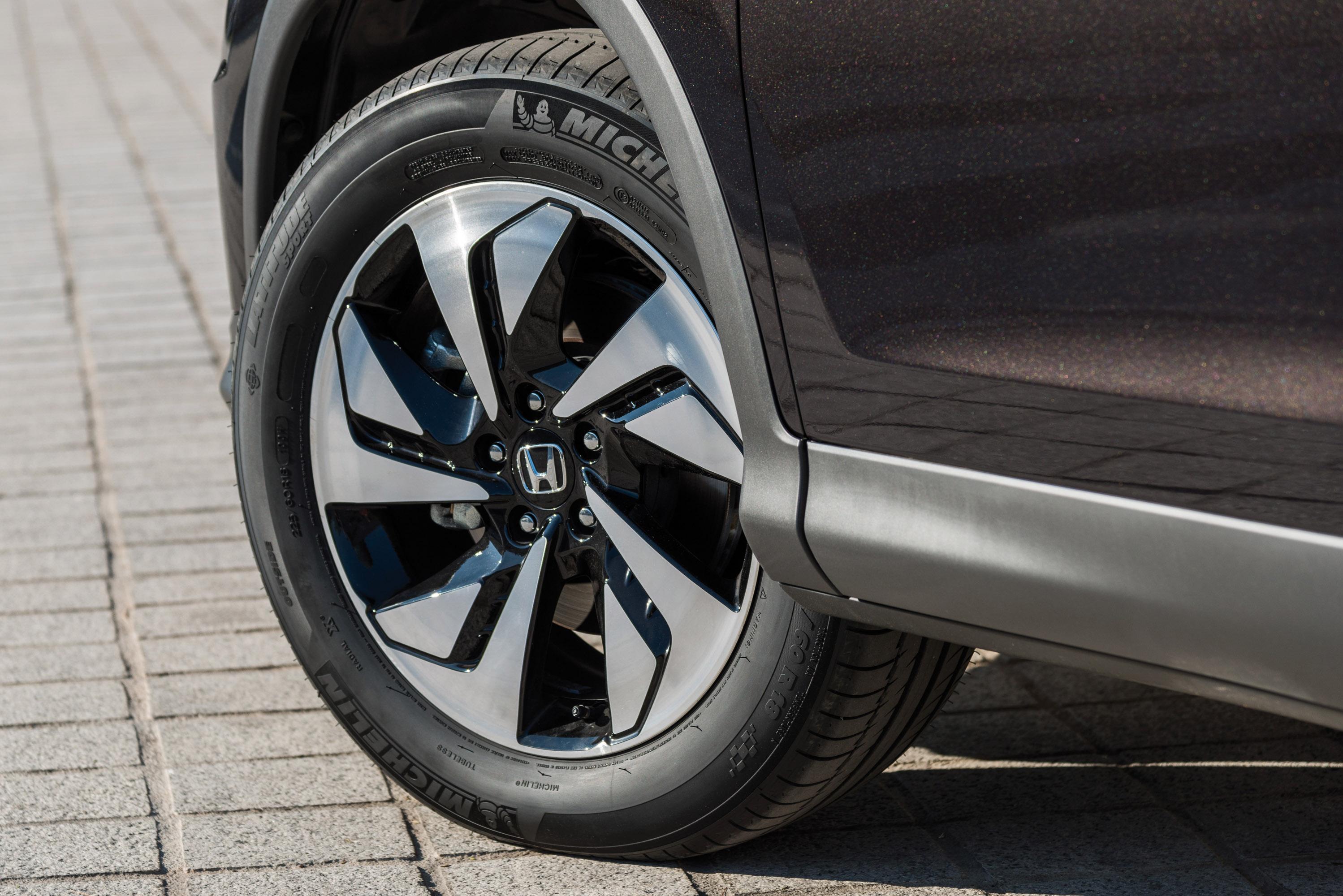 Посмотрим, как Хонда обновили 2015 СR-V с