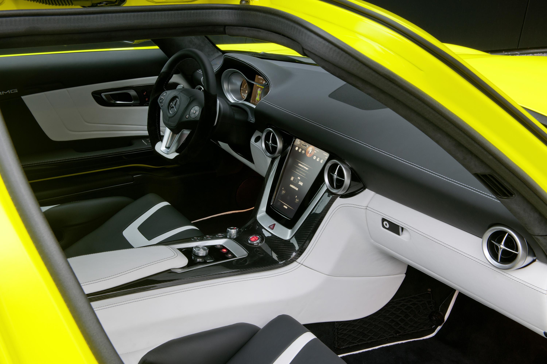 2015 Mercedes-Benz SLS AMG E-CELL - ноль выбросов hypercar - фотография №16