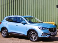2020 MG LAUNCHES PLUG-IN HYBRID HS SUV