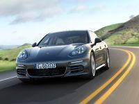 4 Porsche Panamera 4S Executive