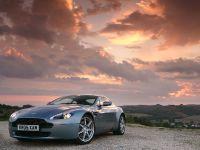 thumbs Aston Martin V8 Vantage