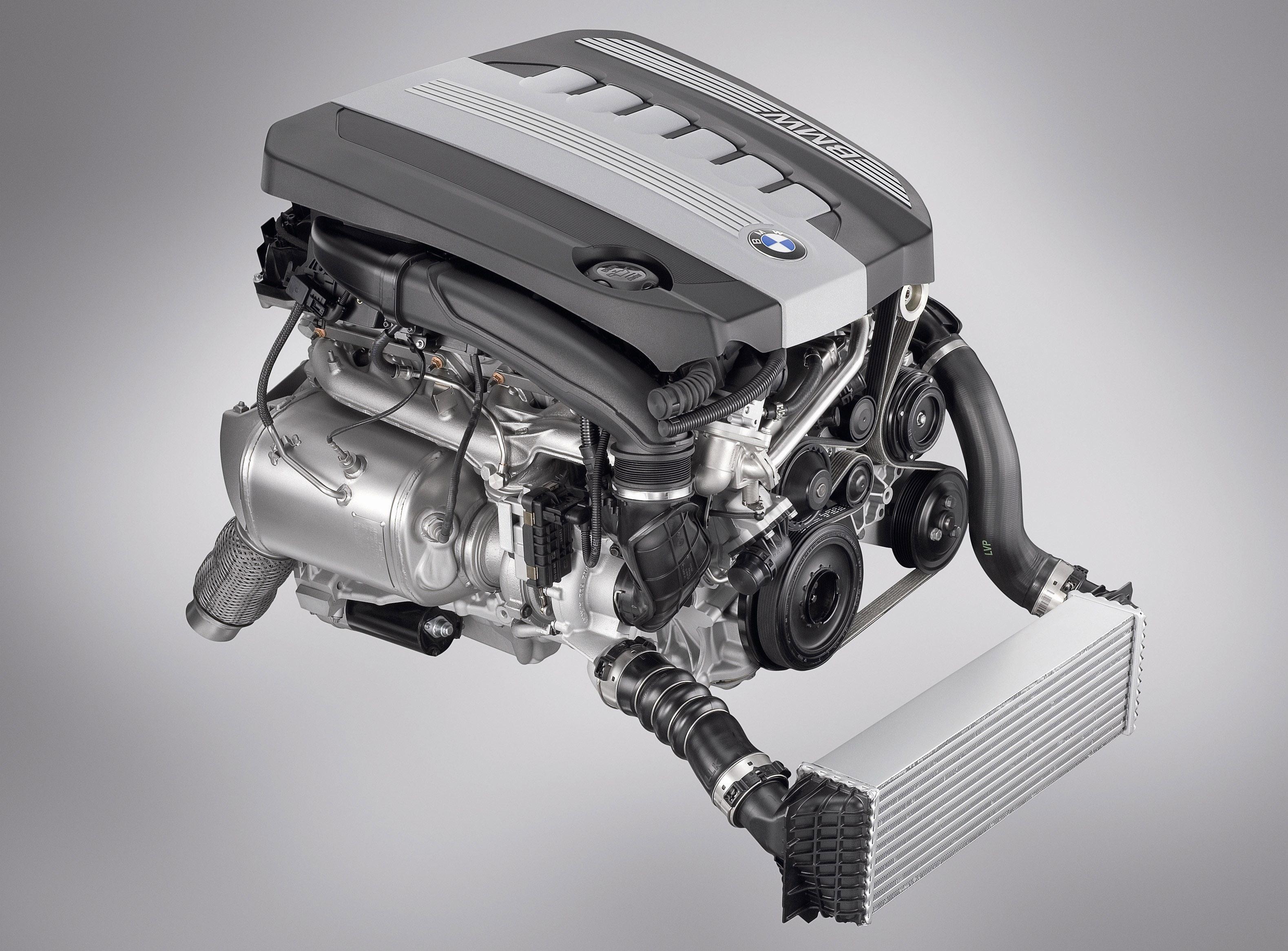 Пятое поколение BMW 7 серии влезает в крышку - фотография №1
