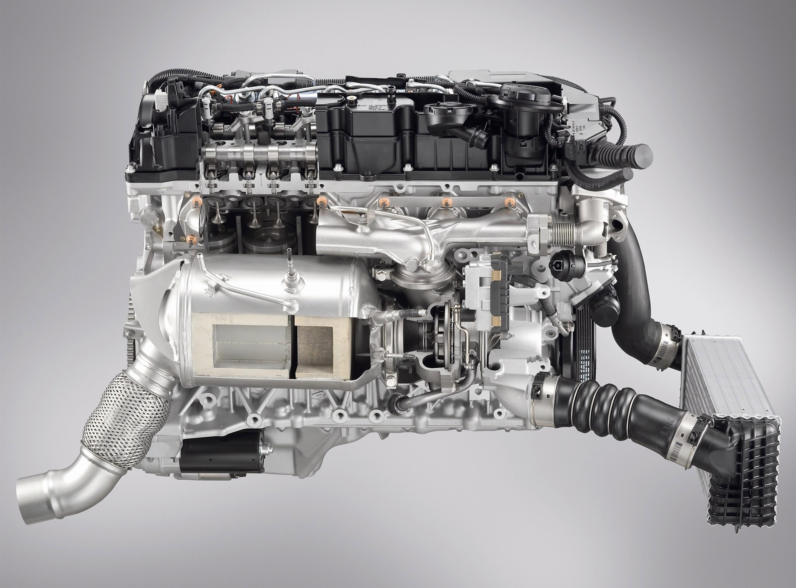 Пятое поколение BMW 7 серии влезает в крышку - фотография №2