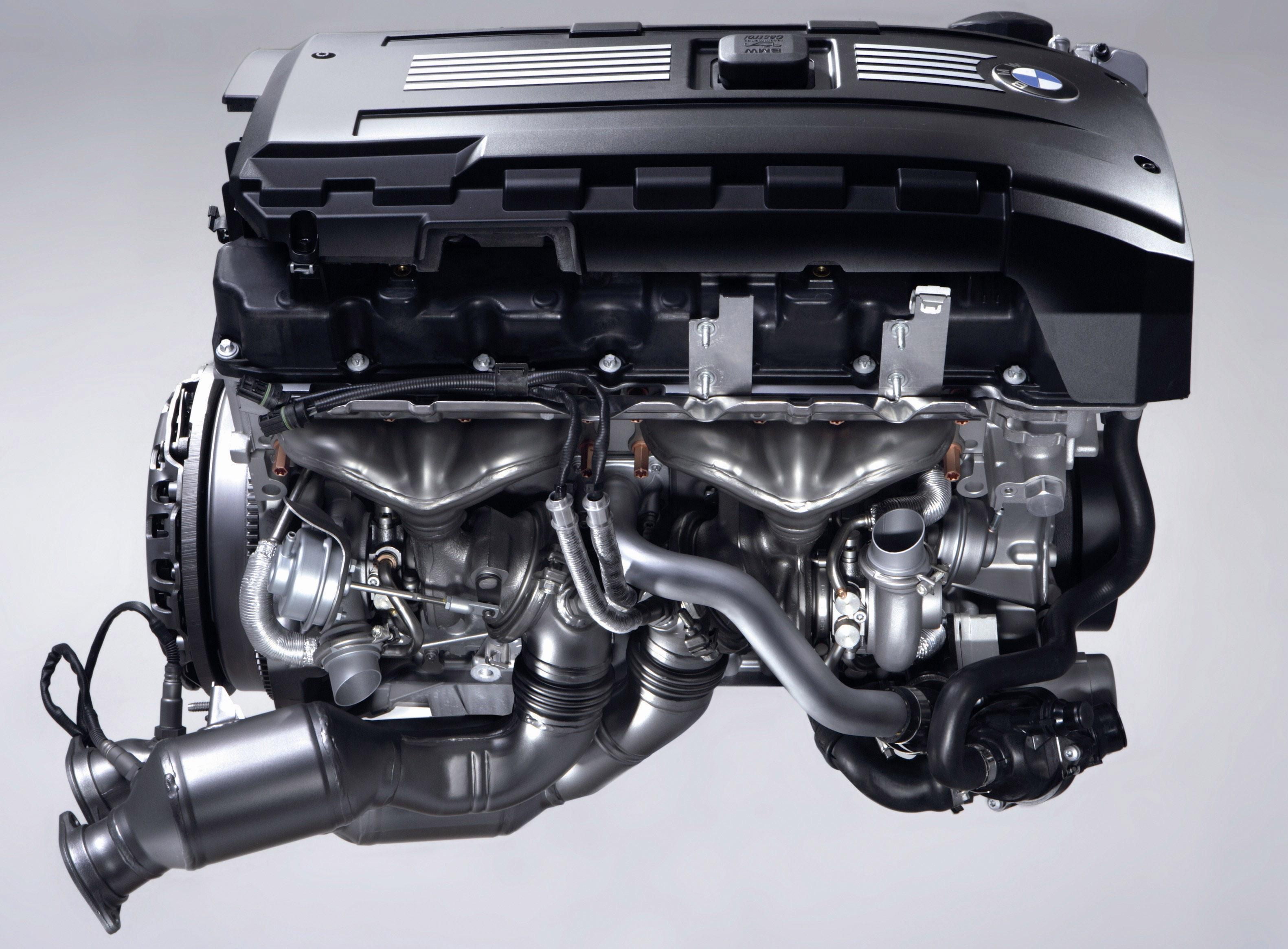 Пятое поколение BMW 7 серии влезает в крышку - фотография №3