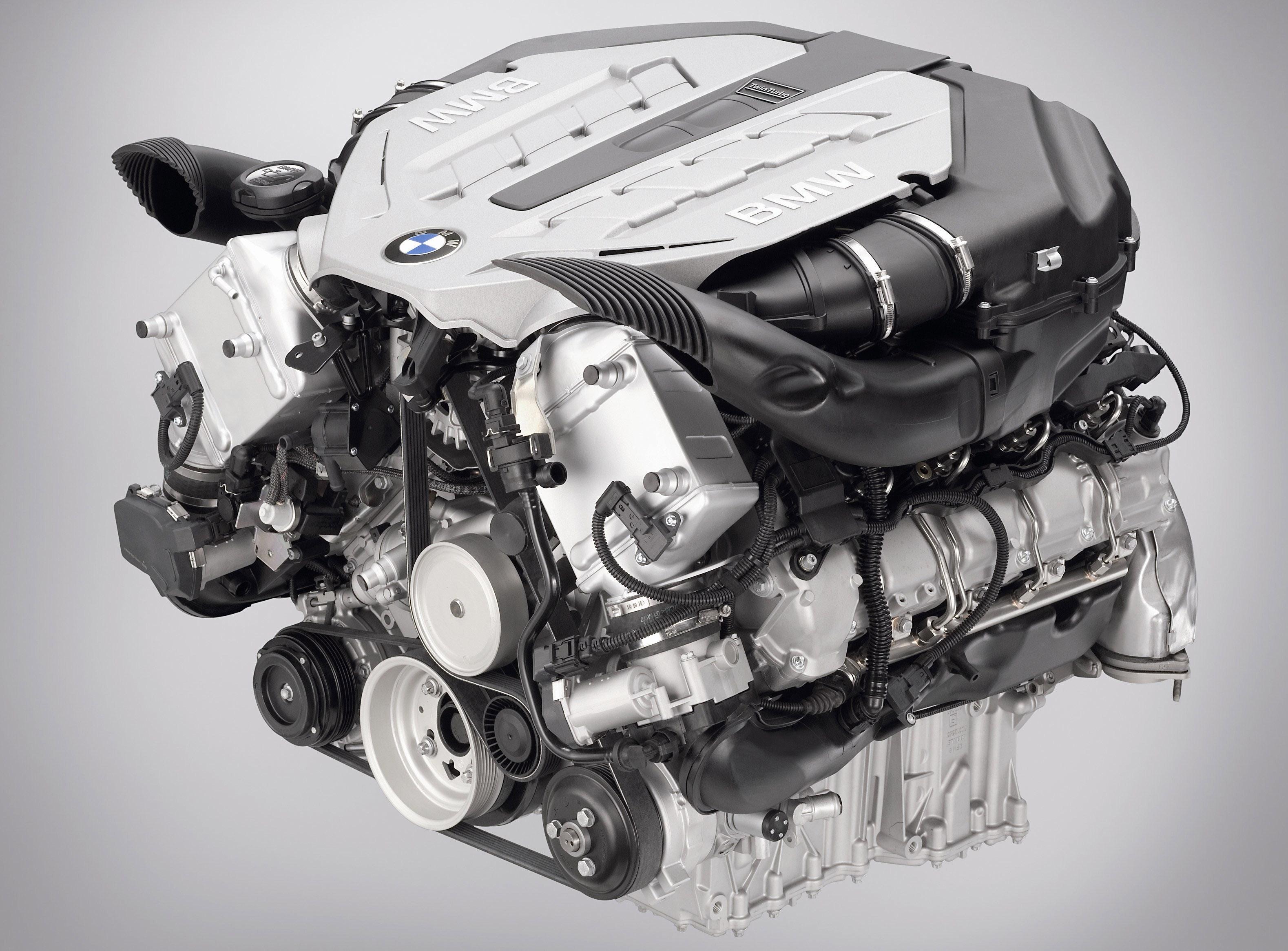 Пятое поколение BMW 7 серии влезает в крышку - фотография №6