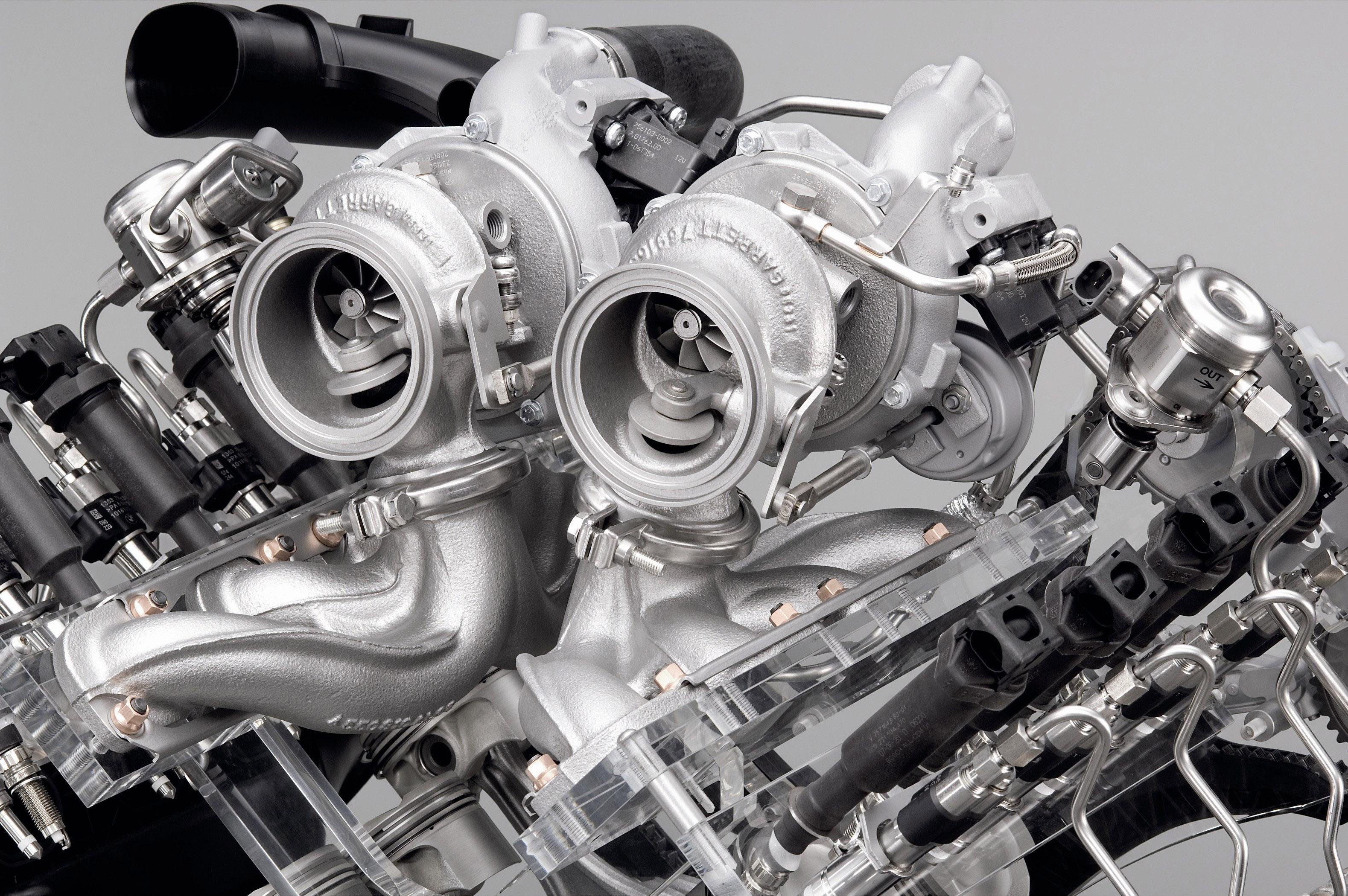 Пятое поколение BMW 7 серии влезает в крышку - фотография №7