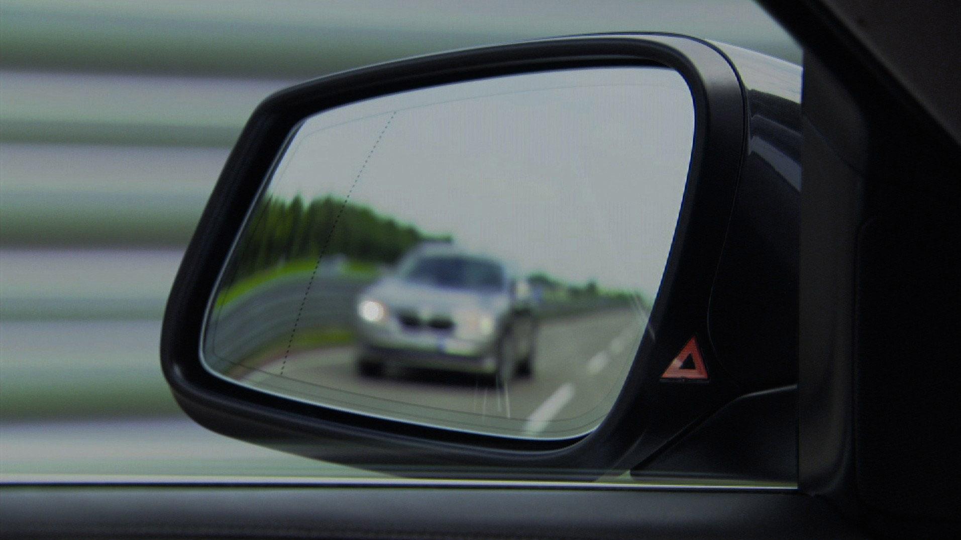 Пятое поколение BMW 7 серии влезает в крышку - фотография №42