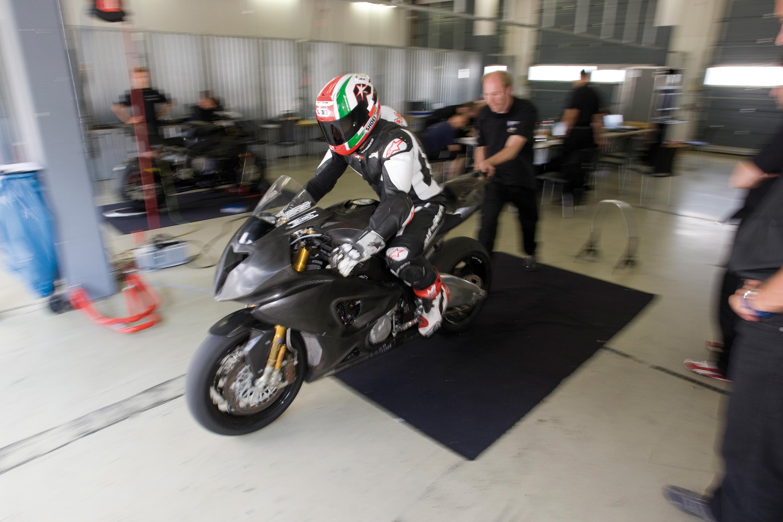 BMW Motorrad Superbike проект набирает обороты - фотография №1