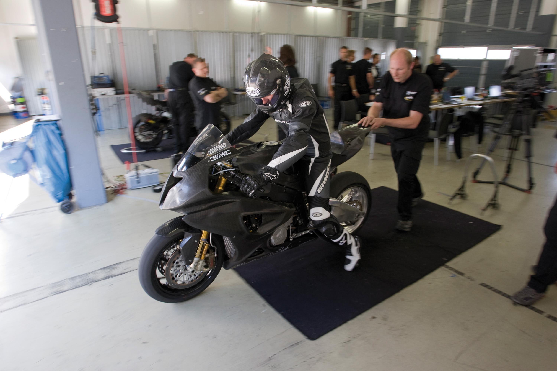 BMW Motorrad Superbike проект набирает обороты - фотография №6