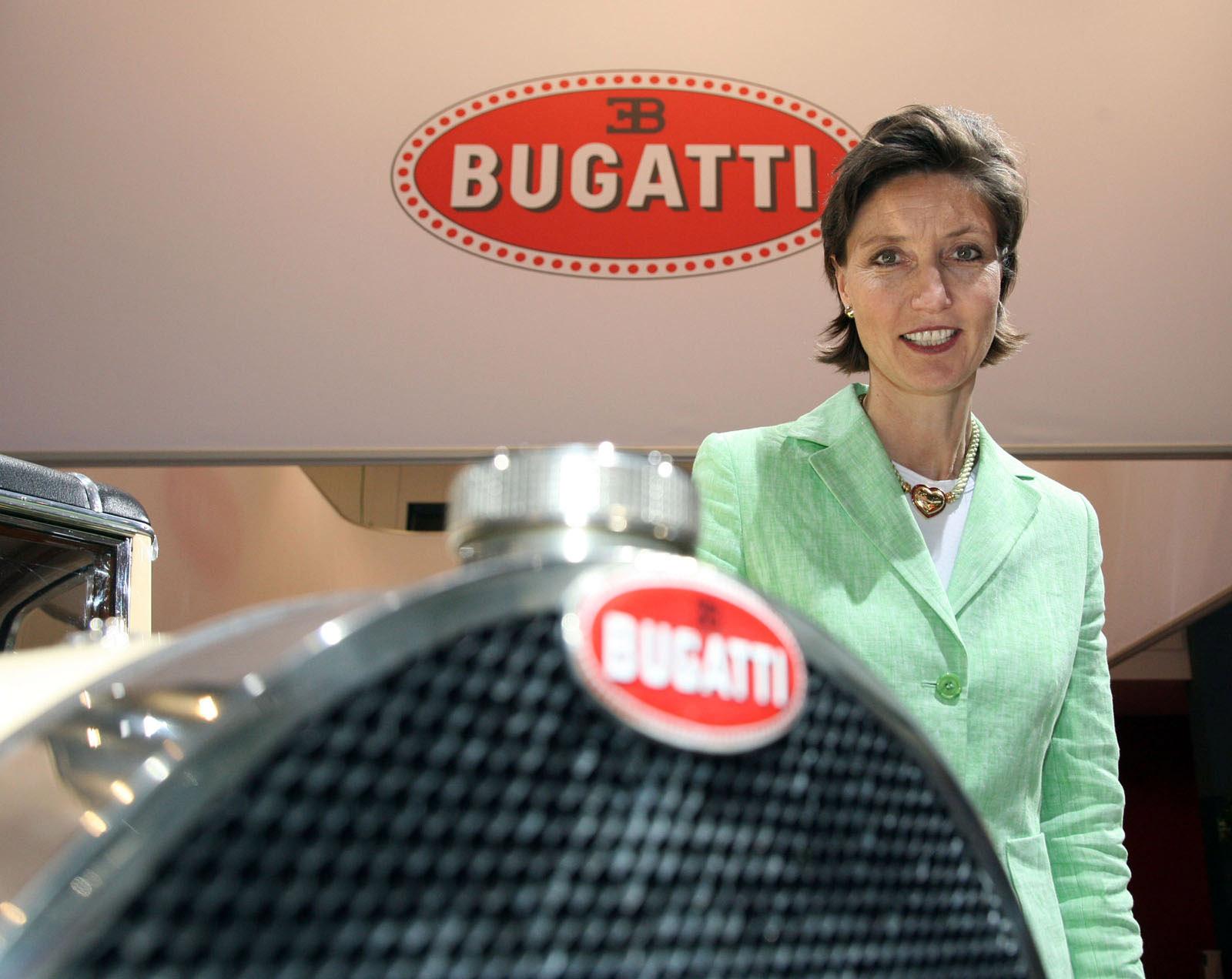 Emanuela Вильма руководителя по связям со СМИ на Bugatti - фотография №2