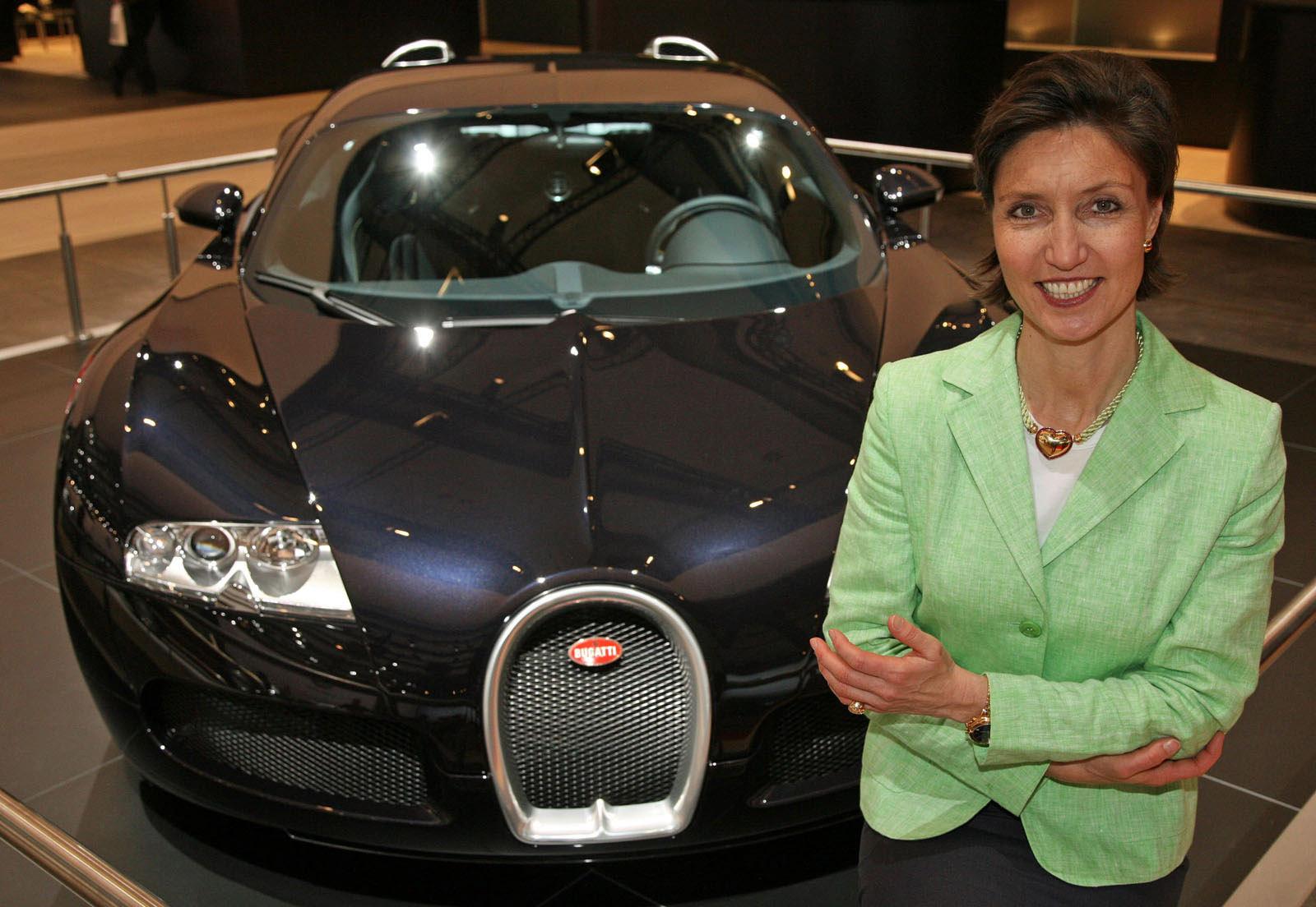 Emanuela Вильма руководителя по связям со СМИ на Bugatti - фотография №3