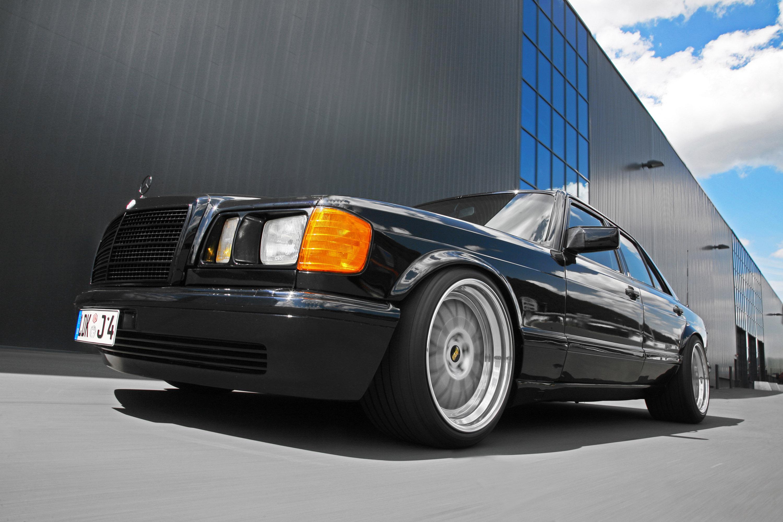 INDEN-Design Mercedes-Benz 560 SE - настоящий гангстерский автомобиль для бегства - фотография №2