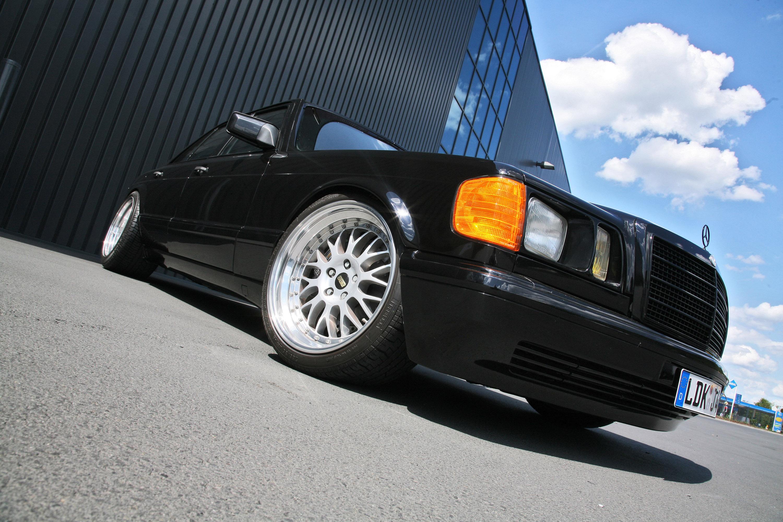 INDEN-Design Mercedes-Benz 560 SE - настоящий гангстерский автомобиль для бегства - фотография №7