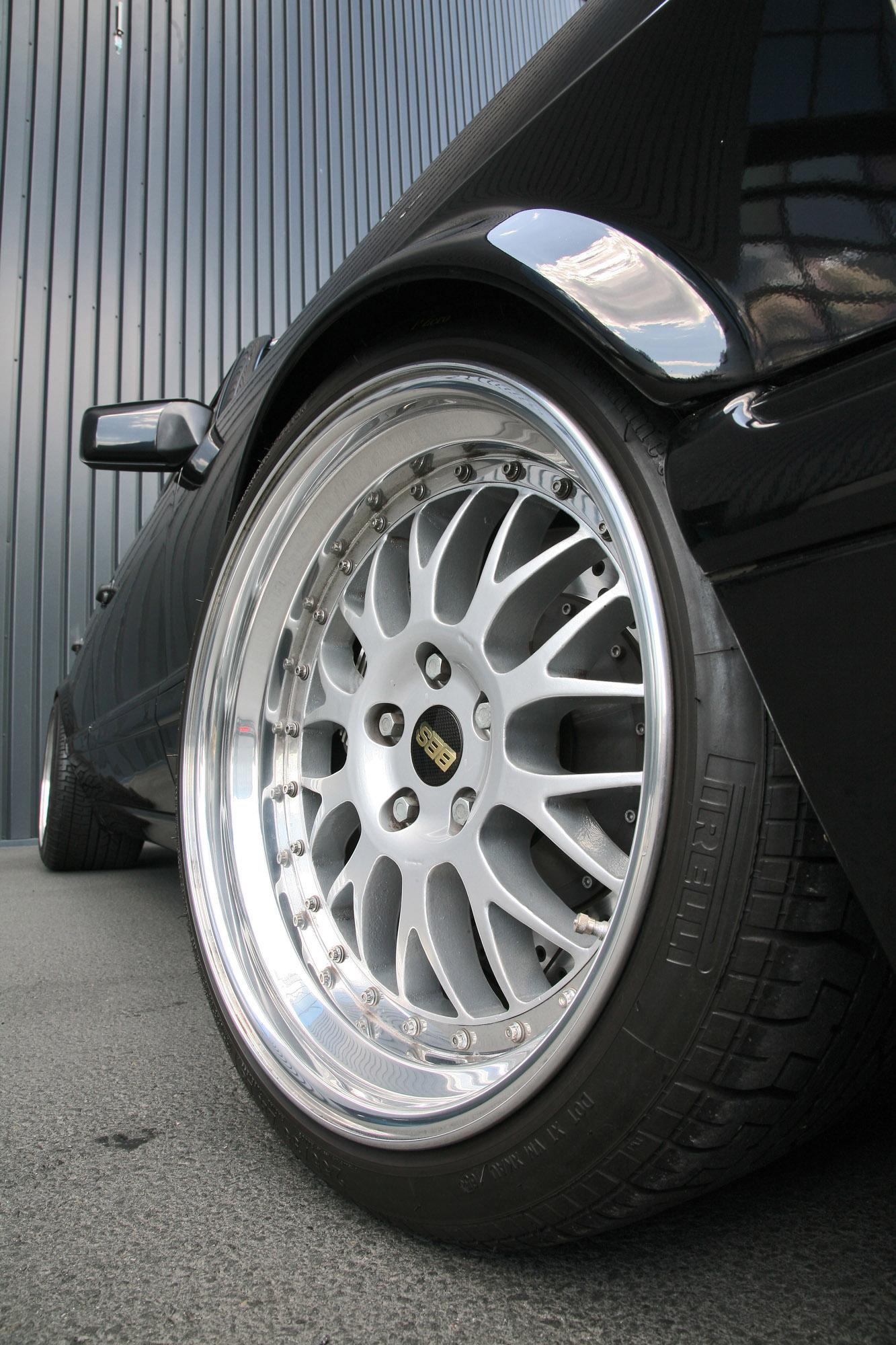 INDEN-Design Mercedes-Benz 560 SE - настоящий гангстерский автомобиль для бегства - фотография №11