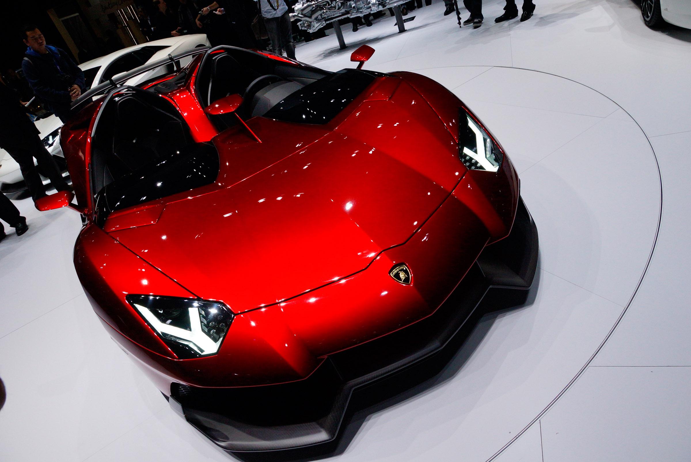 2012 Geneva Motor Show: Lamborghini Aventador J - фотография №9