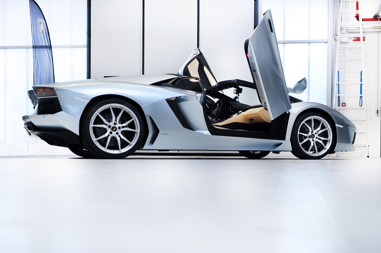 Lamborghini выпустила открытую версию aventador