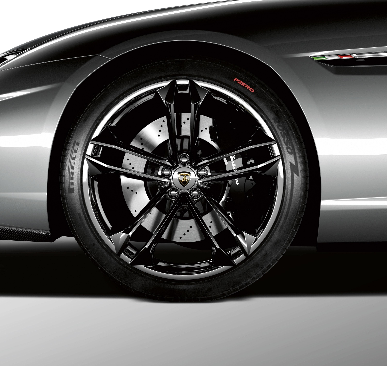 Lamborghini Estoque - Итальянский спортивный седан - фотография №7