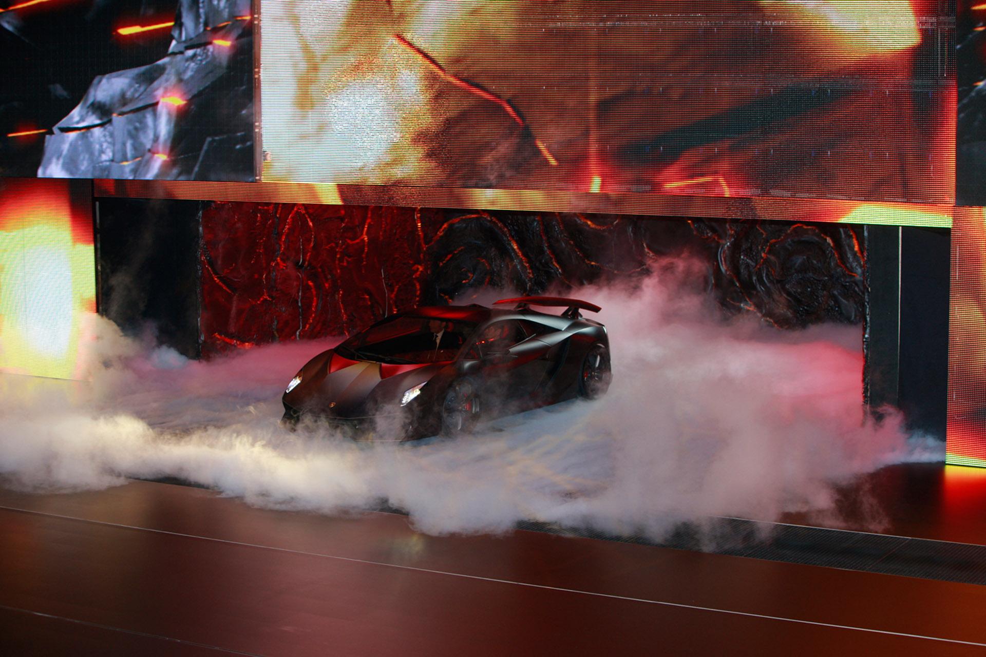 Lamborghini Sesto Elemento официально премьера состоялась в Париже 2010 - фотография №1