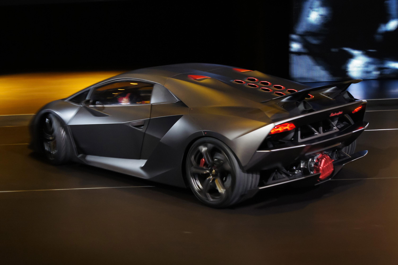 Lamborghini Sesto Elemento официально премьера состоялась в Париже 2010 - фотография №5
