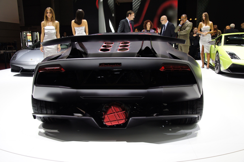 Lamborghini Sesto Elemento официально премьера состоялась в Париже 2010 - фотография №7