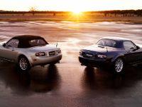 thumbs Mazda MX-5 Miata