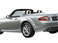 Mazda Roadster VS RHT