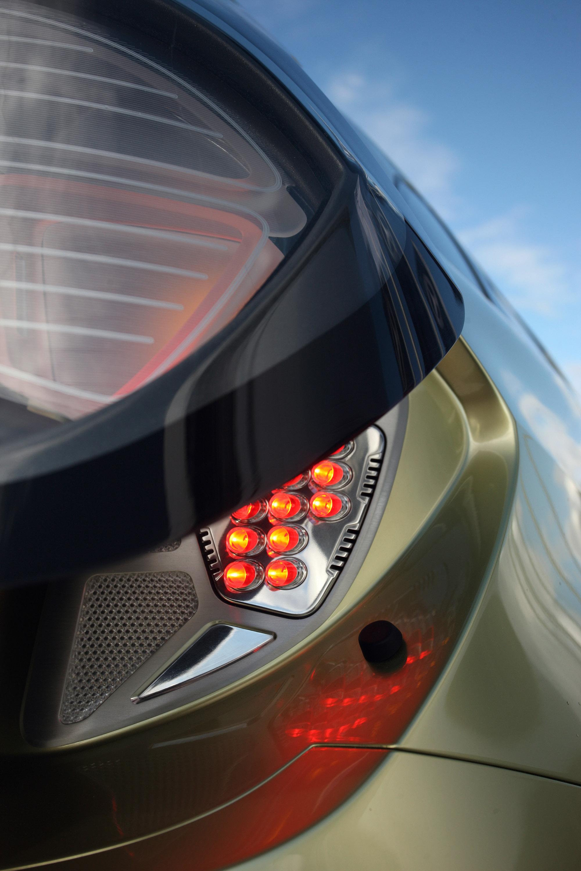 Mercedes-Benz Concept BlueZERO: три раза доказательством повседневная практичность нулевым уровнем выбросов транспортных средств - фотография №2