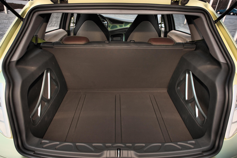 Mercedes-Benz Concept BlueZERO: три раза доказательством повседневная практичность нулевым уровнем выбросов транспортных средств - фотография №9